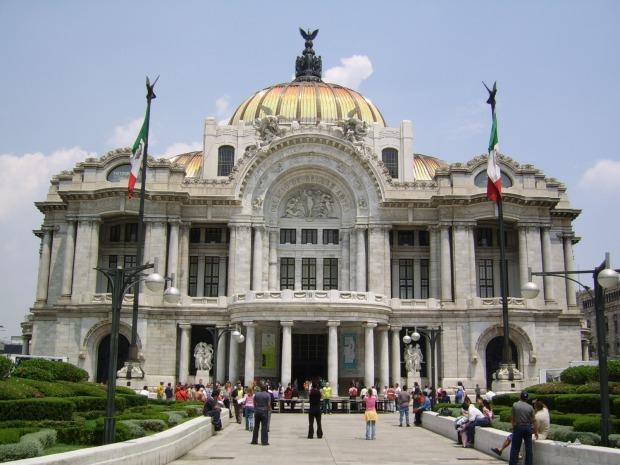 El palacio de Bellas Artes en México es, irónicamente, un ejemplo de Bellas Artes en la arquitectura.